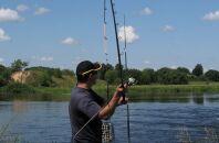 Правила ловли карася с помощью фидера в середине весны