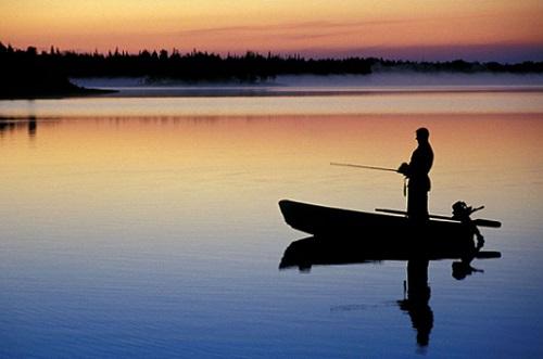 плюсы рыбалки с лодки