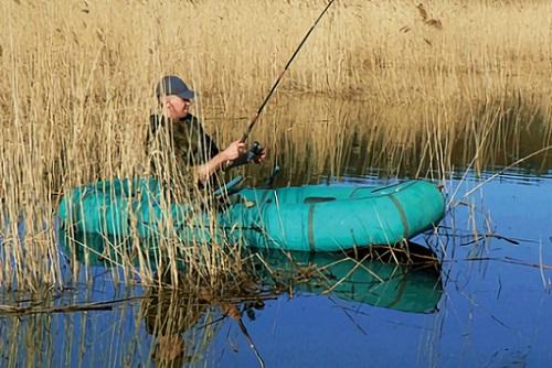 рыбак в зарослях