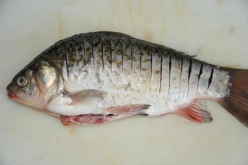 надрезы на рыбе