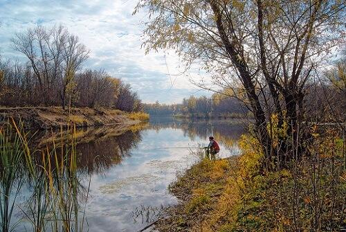 рыбак осенью