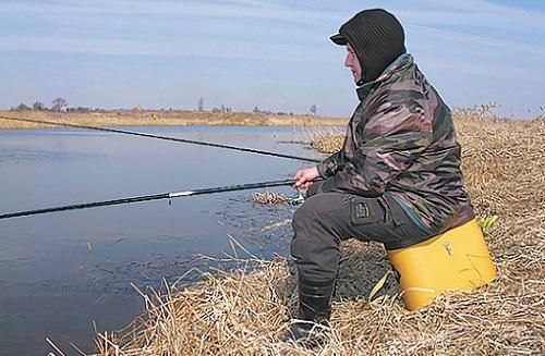 на что ловить холодной весной