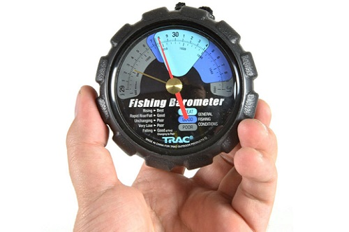 барометр в руках