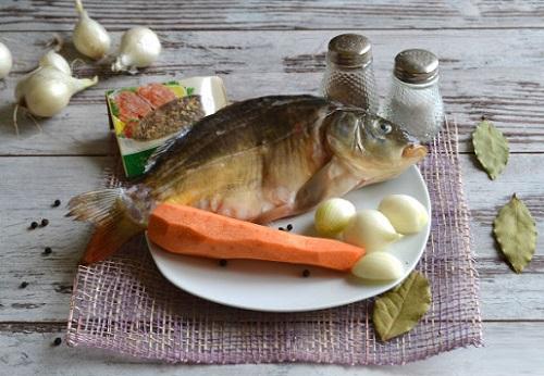 зеркальный карп с овощами