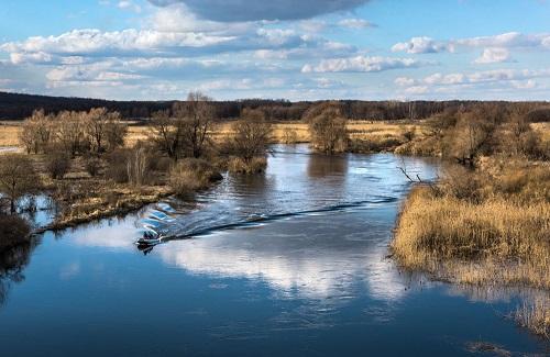 весна и река