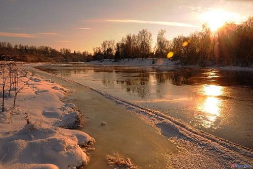 зима и река